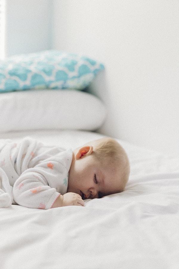 Acompanhamento, cuidados e tratamentos a bebés/crianças.